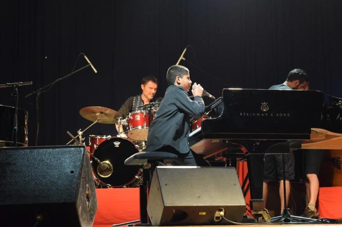 """Nirek Mokar, 12 ans au piano boogie sur la scène """"IN"""" du festival"""