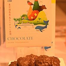 Chocolat soufflé et croquant (crackers de riz), réhaussé de saveurs poivrées, voire pimentées ; ça décoiffe !