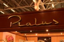Originaire de Roanne, la maison Pralus a quantité de trésors cacaotés à nous présenter. Pour n'en citer que quelques uns : Piémontaises (noisettes enrobées de chocolat et saupoudrées de chocolat noir ; Cacao en poudre plantation ; Infusion de cacao ; Galets laits ou noir ; Cacao Show ; Barres infernales garnies de noisettes, de pistaches, éclats d'amandes, miel de mars ou encore d'orange confite...
