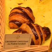 Croissant chocolat au praliné fondant, 1er prix du croissant au beurre AOC (Paris île de France). J'en mangerai tous les jours, s'il était en bas de chez moi.
