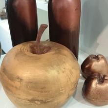 Pommes et bouteilles de vin