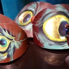 Grandes plumes de Paon en chocolat peintes.