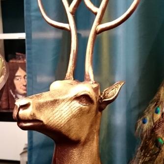 Pour les fêtes de fin d'année, les thématiques tournent autour de la nature, de Louis XIV et des Fables de la Fontaine. Admirez ce beau buste de cerf réalisé tout en chocolat.