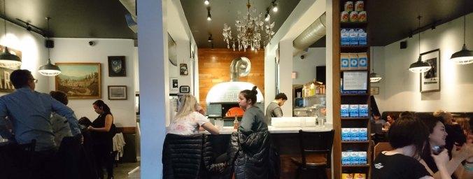 Salle du restaurant Via Tevere à Vancouver